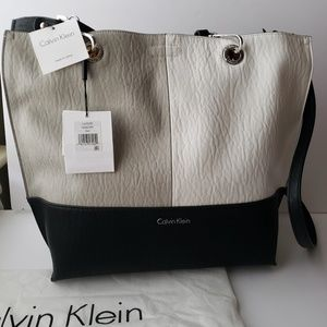 CALVIN KLEIN REVERSIBLE SONOMA TOTE AND POUCH NWT